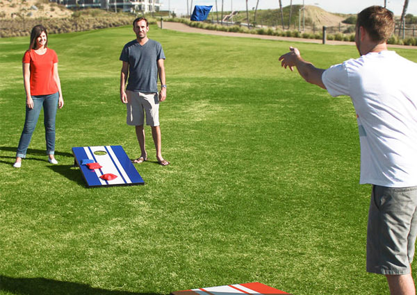 corn hole players